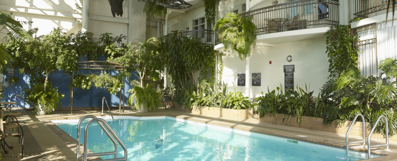 H tel l 39 oiseli re l vis h tel l vis l vis for Hotel avec piscine vosges